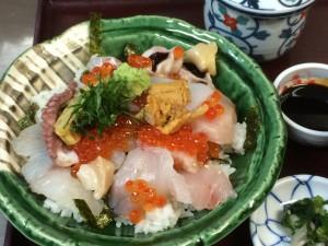 """""""海鮮丼と揚げ出しもち、豆腐セット   Kaisen-Donburi  and deep-fried Tofu with soup stock""""の拡大写真"""